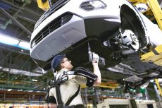 Esoscheletri sulle linee di produzione Ford