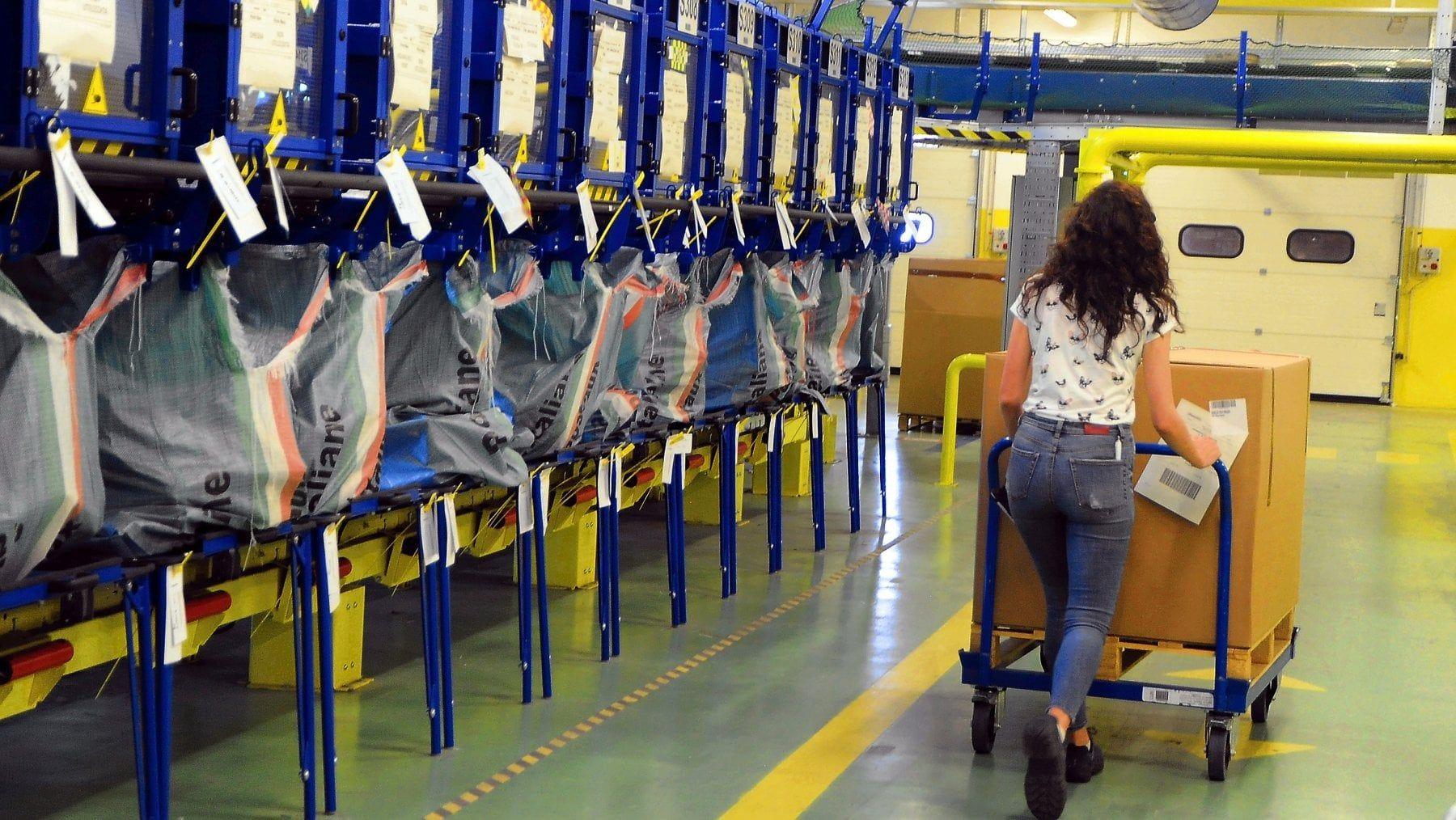 Robot in posta smista 15 mila pacchi all'ora