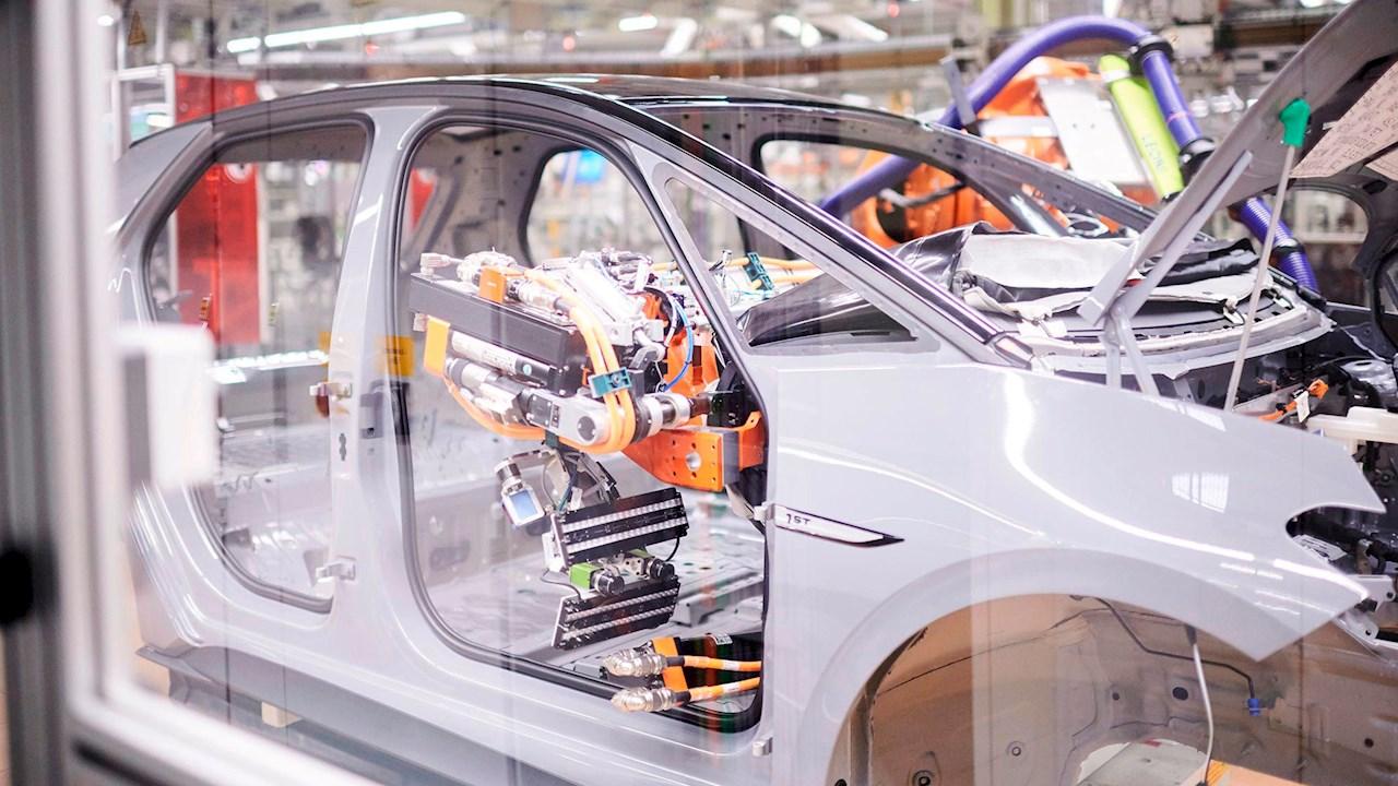ABB Dynamic Assembly Pack è il tassello mancante per l'automazione delle applicazioni di allestimento e assemblaggio finale degli autoveicoli