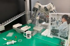 YuMi, il robot collaborativo per analizzare un maggior numero di test sierologici